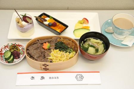 里見倉敷藤花の昼食