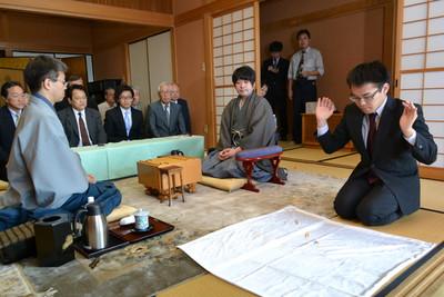 http://kifulog.shogi.or.jp/oui/images/2013/07/10/dsc_0426.jpg