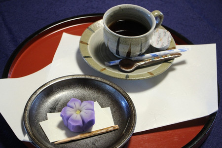 和菓子とホットコーヒー