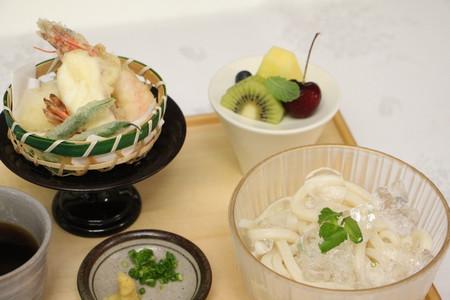 藤井王位の昼食